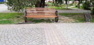 """Закарпатське містечко поповнилась новою туристичною """"родзинкою"""" – """"всюдихідними"""" лавками"""