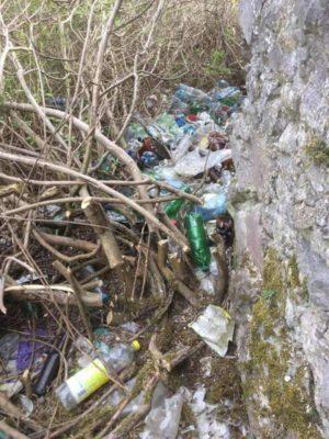 Мукачівський замок потопає у смітті