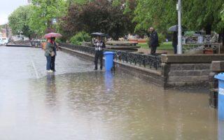 Хто винен у тому, що площа Петефі перетворилась у затоплену Венецію?