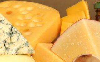 Закарпатський пенсіонер варить унікальні сири з незвичайними добавками