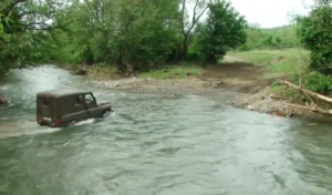 """На Перечинщині мешканці вимушені """"перепливати"""" через воду"""