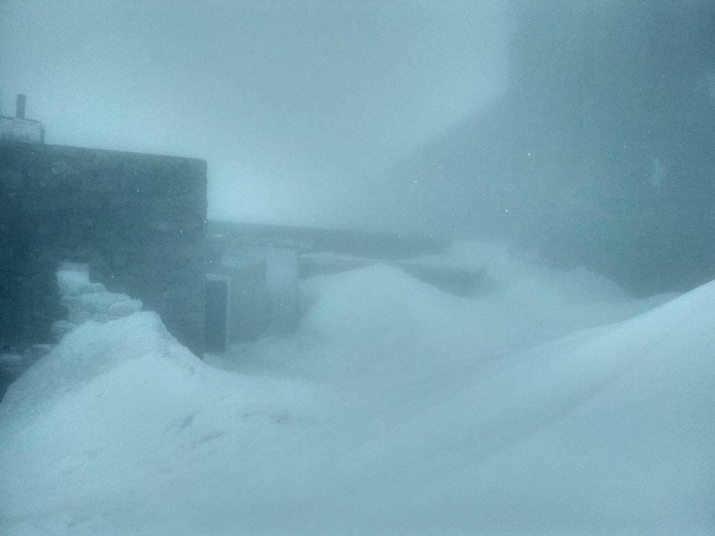Карпати знову засипає снігом (фото, відео)