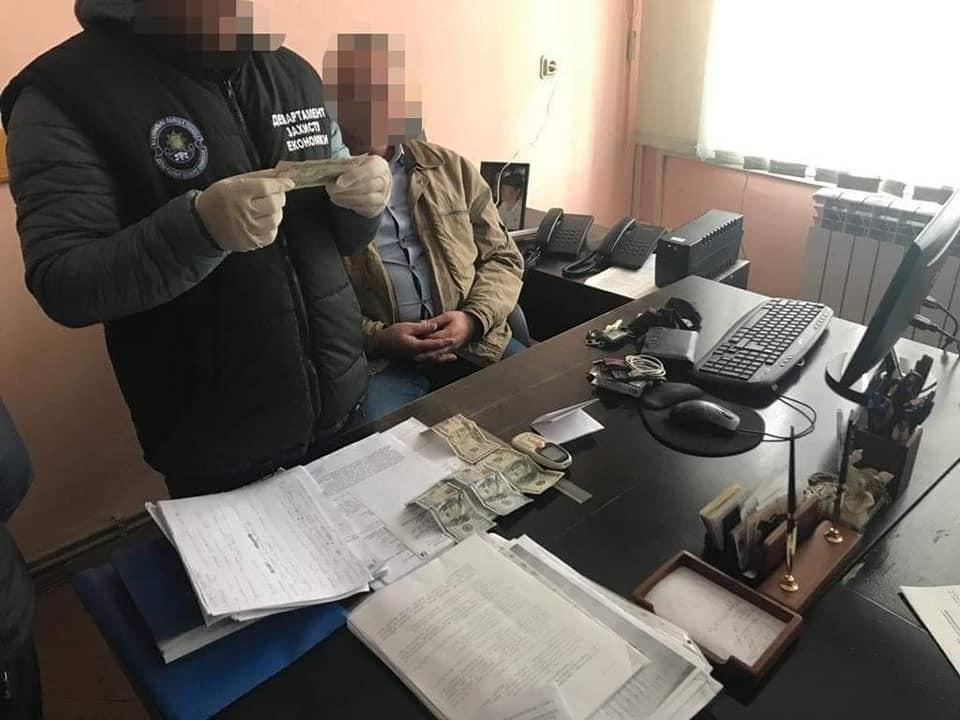 Чиновника Закарпатської ОДА затримали при отриманні хабара