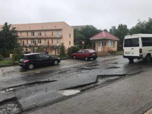 Разом із зливами зникає асфальт з ужгородських вулиць