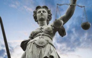 РАЙСУД НА ЗАКАРПАТТІ: ТУАЛЕТИ НА ВУЛИЦІ, НЕМАЄ КІМНАТИ ДЛЯ СВІДКІВ І ПІДСУДНІ БЕЗ ВОДИ