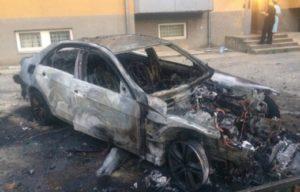 В Ужгороді спалили автівку одіозного депутата (фото, відео)
