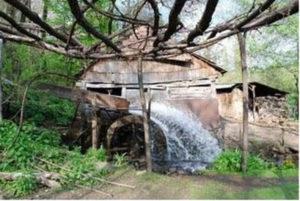 """Майже 300 років приймає і туристів, і виробляє ковані вироби! Історія унікальної кузні """"Гамора"""""""