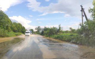 На Іршавщині злива залила дорогу (ФОТОФАКТ)