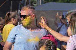 Фарба на обличчі, мокрий одяг, запальна музика! Яким був День молоді в Ужгороді?