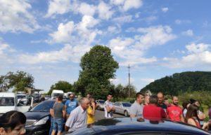 На Іршавщині обурені жителі перекрили дорогу