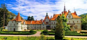 Тут знімали «Снігову королеву» та «17 миттєвостей весни», тут є Джерело краси та дух загиблої графині – замок Шенборнів. Відомі та невідомі факти