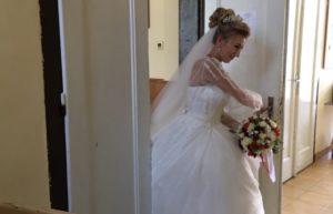 На іспит у весільній сукні
