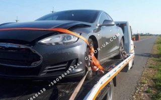 """""""Елітна"""" ДТП у Виноградові: зіткнулись Tesla та Mercedes"""