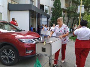 Новонароджених діток в Ужгороді вивезли на вулиці (фото)