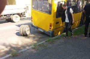 7 гривень за проїзд у маршрутках у яких відвалюються колеса