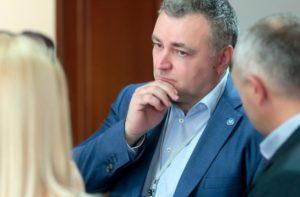 Ректор УжНУ відповість на питання журналістів на території обласної інфекційної лікарні