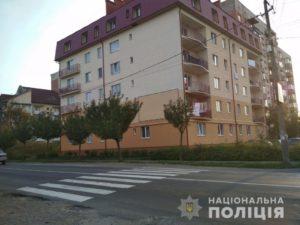 У Мукачеві під колеса автівки попала 10-тирічна дівчинка