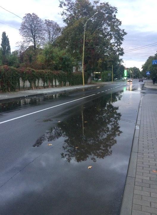 21 млн гривень поплив після першого дощу, а мер Андріїв все фіксує на смартфон