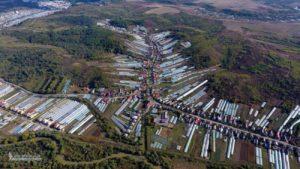 Поліетиленова долина, яка об'єднала два райони Закарпаття, з висоти пташиного польоту (фото, відео)