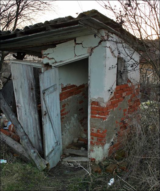 Єдина дерев'яна синагога на Закарпатті стала сміттєзвалищем (фото)