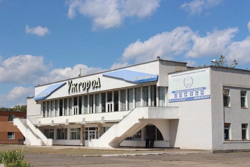 """20 працівників аеропорту """"Ужгород"""" написали заяви на звільнення (ВІДЕО)"""