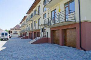Скільки років треба працювати, аби заробити на квартиру в Ужгороді? (відео)