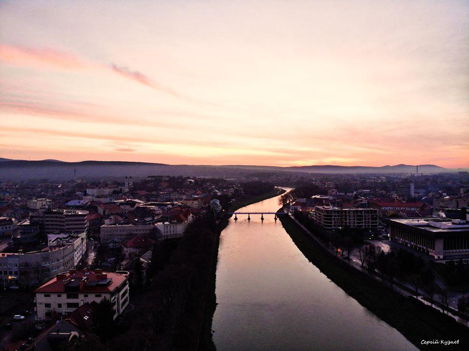 Фото ранкового Ужгорода з висоти