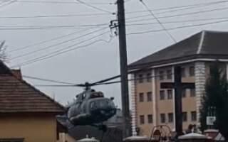 Відео як у центрі Виноградова гелікоптер злітав