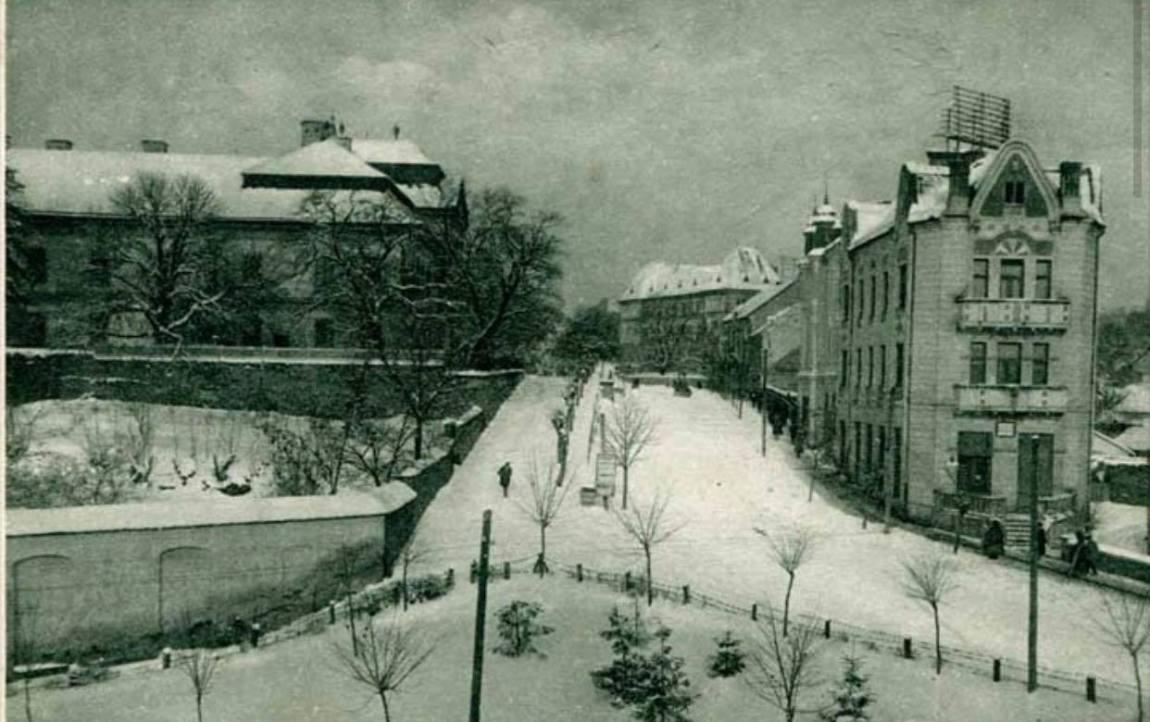 Фото зимової площі Жупанатської першої половини ХХ століття