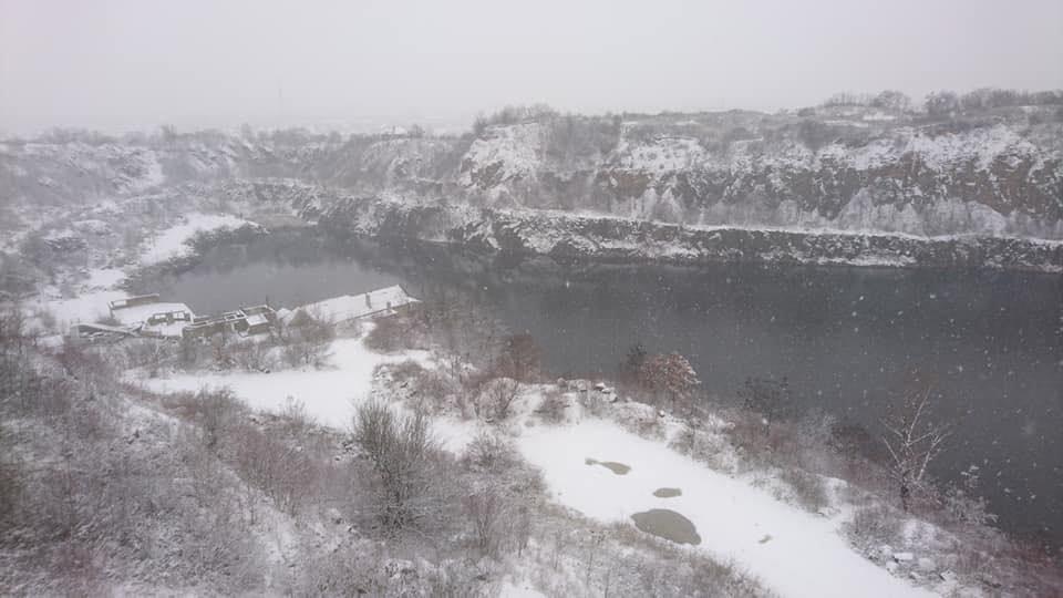 Фото зимового ужгородського кар'єру