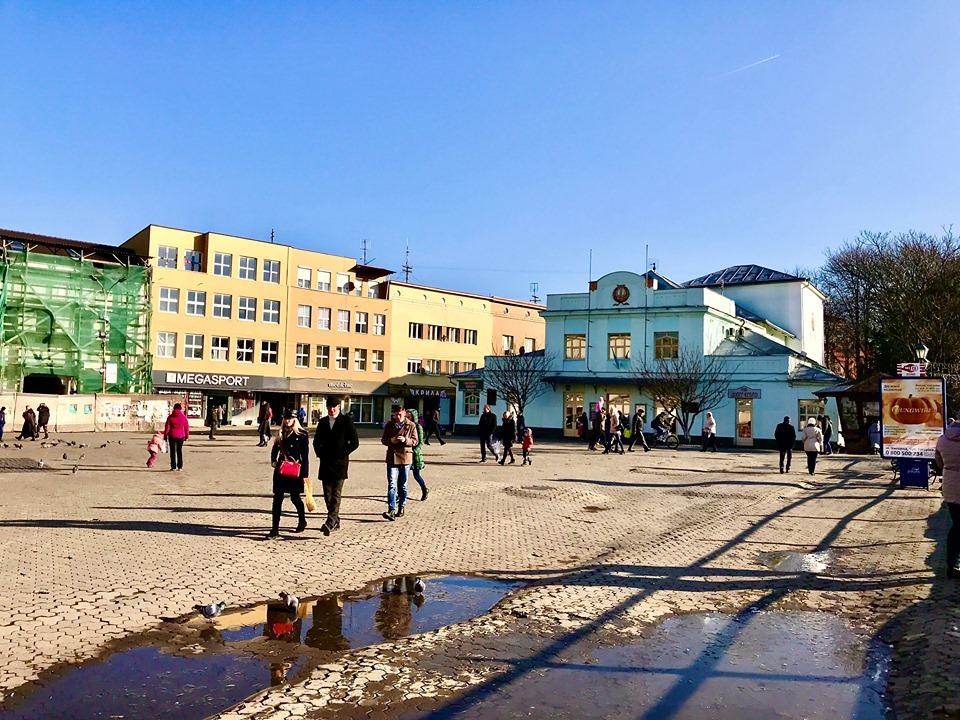 Ужгород у перший день зими - сонячно, прохолодно, вітряно (фото)