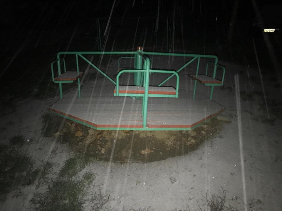 Ужгород запорошує снігом (фото)