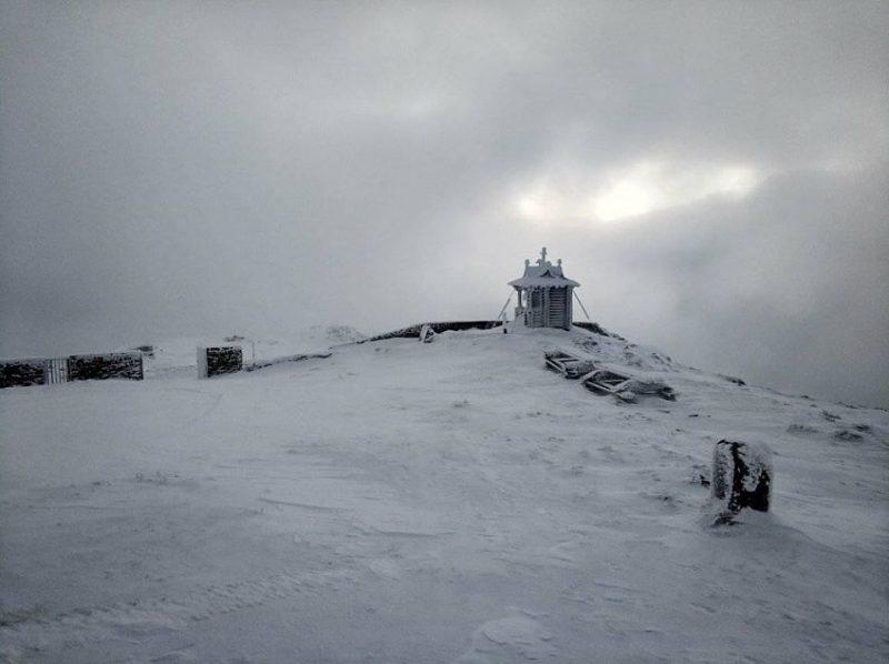 На горі Піп Іван сніжно та морозно (фото)