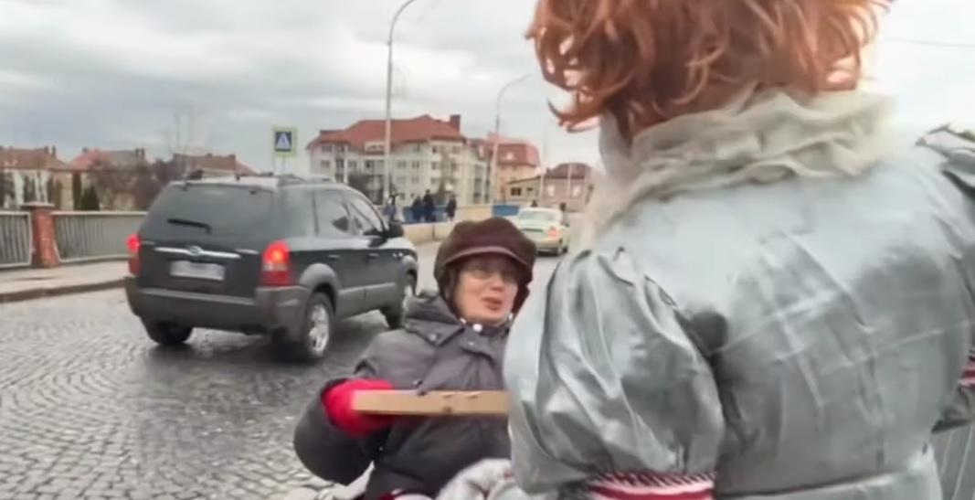 """Мукачівський """"Клоун"""" після залякування прокуратури пішов роздавати піцу"""