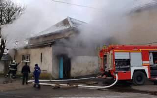 На Закарпатті горіла спортзала в школі: евакуйовано майже 200 дітей (Фото)