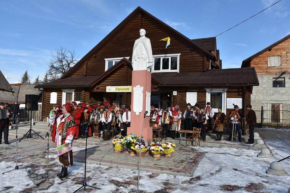 Фоторепортаж як у Ясіня 101-шу річницю Гуцульської Республіки святкували