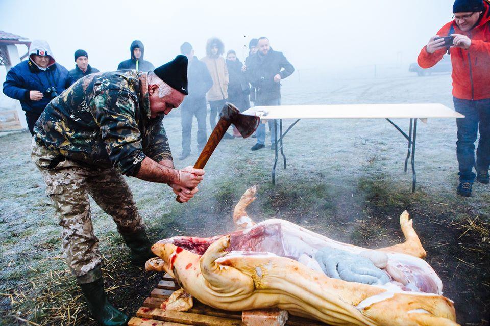 Багато м'яса, сала та вогню у фоторепортажі Сергія Гудака з Гечі