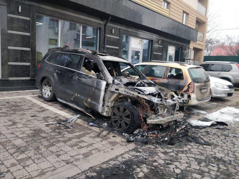 Фото спаленого авто в Ужгороді
