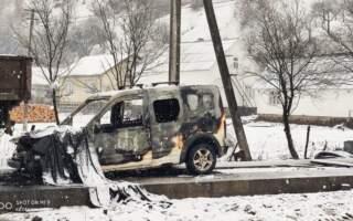 Чорні лісоруби на Закарпатті підпалом авто помстилися майстру лісу (фото)
