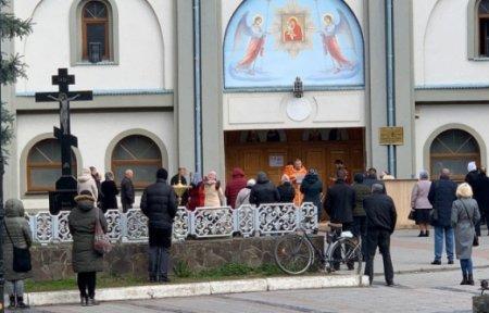 В одному з православних храмів Ужгорода зібралося понад 60 вірян