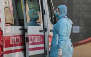В Мукачеві в двох працівників «швидкої» виявили COVID-19