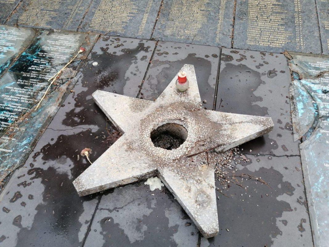 До приїзду Зеленського в авральному порядку відремонтували пошкоджений «Пагорб Слави»