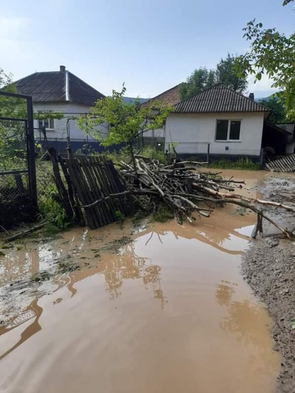 У соцмережах показали руйнівні наслідки негоди на Іршавщині (фото, відео)