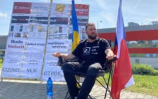 Закарпатець продовжує голодувати у Чехії під стінами заводу Bobcat