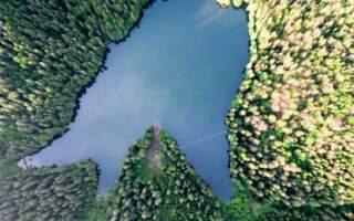 Озеро Синевир вийшло із берегів, але – все ще доступне і неймовірно красиве: фото та відео