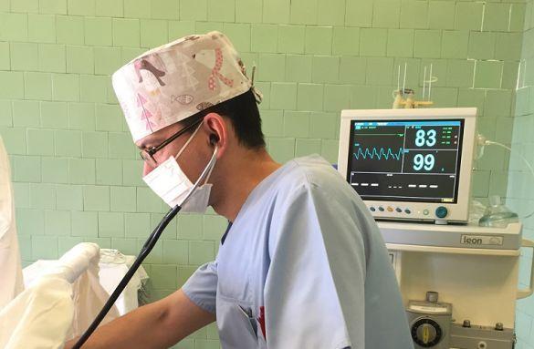 Не ізолювались від своєї сім'ї під час недуги та навіть цілував дітей перед сном, - лікар-анестезіолог, який перехворів коронавірусом