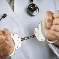 Скандал: Гінеколог, який  винен у смерті породіллі – зник