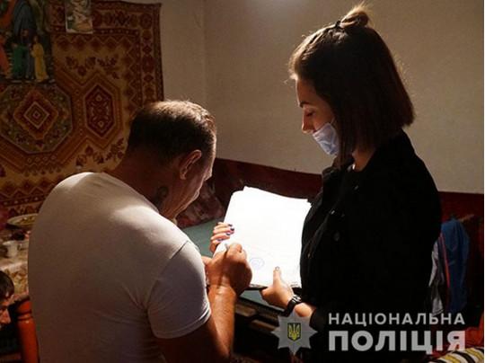 Перетворювали в жебраків: правоохоронці Тернополя викрили злочинну групу із Закарпаття, яка  організувала злочинний бізнес на людях з інвалідністю (фото)