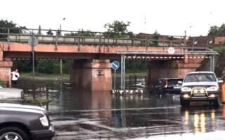 Під мостом в Ужгороді знову затонуло елітне авто (фото)