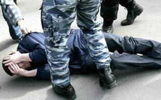 Поліцейський «беспрєдєл» на Закарпатті: без пояснень забрали у відділок (відео)